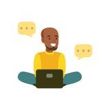 Młody uśmiechnięty murzyna obsiadanie na podłoga komunikuje w ogólnospołecznych sieci charakteru wektoru kolorowej ilustraci ilustracja wektor