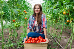 Młody uśmiechnięty rolnictwo kobiet pracownik