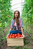 Młody uśmiechnięty rolnictwo kobiet pracownik Zdjęcie Royalty Free