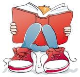 Młody uczeń czyta książkę royalty ilustracja