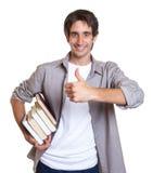 Młody uczeń lubi książki Zdjęcie Royalty Free