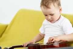Młody ukulele gracz fotografia royalty free