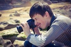Młody zapalony fotograf obraz royalty free