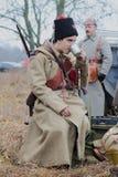 Młodzi żołnierze Czerwony wojsko piją herbaty od blaszanej filiżanki Zdjęcie Royalty Free