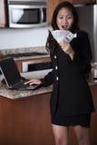 młodzi bizneswomanów azjatykci atrakcyjni trzydzieści Obraz Stock