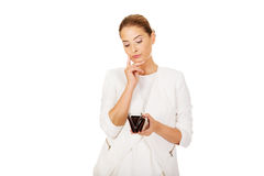 Młodzi bizneswomanów chwyty opróżniają portfel Zdjęcie Stock