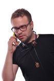 Młodzi człowiecy rozmowę telefonicza Obrazy Royalty Free
