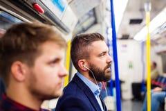 Młodzi człowiecy w metrze fotografia stock