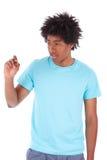 Młodzi czarni nastoletni studenccy mężczyzna pisze na ekranie - afrykanin Obraz Royalty Free