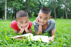 Młodzi czytelnicy Zdjęcie Stock