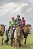Młodzi dżokeje w Mongolia zdjęcia royalty free