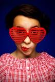 młodzi dziewczyna śmieszni okulary przeciwsłoneczne fotografia stock