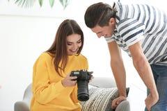 Młodzi fotografowie z kamerą Obraz Stock