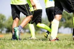 Młodzi gracze piłki nożnej zdjęcie royalty free