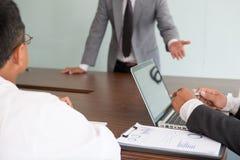 Młodzi ludzie biznesu ma spotkania w biurze Konferencja, di obrazy stock