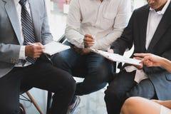 Młodzi ludzie biznesu ma spotkania w biurze Konferencja, di zdjęcie stock