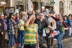 Młodzi ludzie kiści wody inny na jeden Obraz Royalty Free