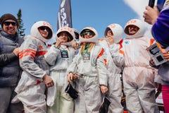 Młodzi ludzie w karnawałowych kostiumów astronauta Fotografia Royalty Free