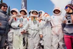 Młodzi ludzie w karnawałowych kostiumów astronauta Obrazy Stock