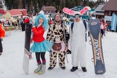 Młodzi ludzie w karnawałowych kostiumach Zdjęcia Royalty Free