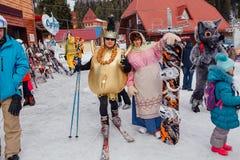 Młodzi ludzie w karnawałowych kostiumach Obrazy Royalty Free