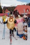 Młodzi ludzie w karnawałowych kostiumach Fotografia Stock