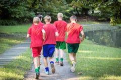 Młodzi męscy biegacze Zdjęcia Royalty Free