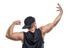 Młodzi mięśniowi facetów przedstawienia zbroją mięśnie - bicepsy Obrazy Stock