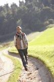 młodzi parkowi mężczyzna spacery zdjęcia royalty free