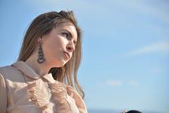 Młodzi piękni długie włosy dziewczyny ampuły oczy Zdjęcia Stock