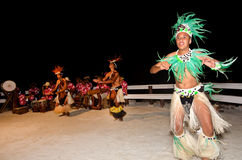 Młodzi Polinezyjscy Pacyficznej wyspy mężczyzna Tahitańscy tancerze Obraz Stock