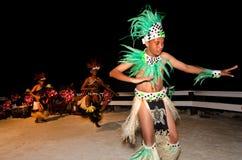 Młodzi Polinezyjscy Pacyficznej wyspy mężczyzna Tahitańscy tancerze Zdjęcia Royalty Free