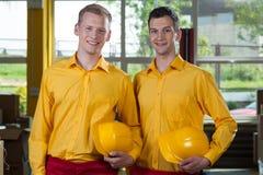 Młodzi pracownicy fabryczni Fotografia Royalty Free