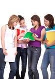 młodzi studiowanie grupowi nastolatkowie fotografia royalty free
