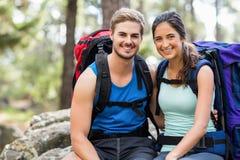 Młodzi szczęśliwi joggers patrzeje kamerę Obraz Stock