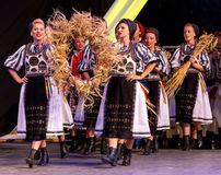 Młodzi tancerze od Rumunia w tradycyjnym kostiumu 13 fotografia stock