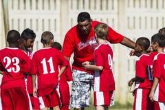 Młodzieżowy piłki nożnej drużyny trener Zdjęcia Stock