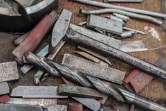 Młot, świder i ciężcy metalu mistrza narzędzia, fotografia stock