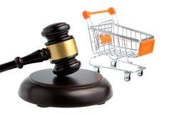 Młot sędzia z pushcart odizolowywającym na bielu Obrazy Stock