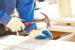 młotkować pracownika do paznokci Obrazy Royalty Free