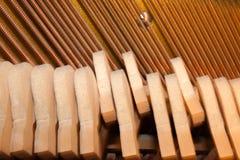 Młoty i sznurka inside pianino Część wewnętrzny mechanizm Zdjęcia Stock