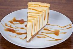 mżący karmelu cheesecake fotografia royalty free