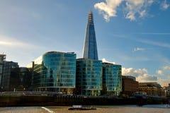 306m角度是楼房建筑铕hdr地标伦敦新的scrapper碎片射击天空细微的最高的下面宽意志 现代大厦-伦敦 库存照片