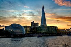 306m角度是楼房建筑铕hdr地标伦敦新的scrapper碎片射击天空细微的最高的下面宽意志 现代大厦-伦敦 免版税库存照片