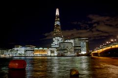 306m角度是楼房建筑铕hdr地标伦敦新的scrapper碎片射击天空细微的最高的下面宽意志 现代大厦-伦敦 库存图片