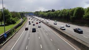 M25在连接点18,Chorleywood附近的机动车路 股票视频