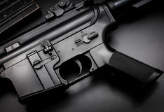 M4A1在黑背景的攻击步枪 库存照片