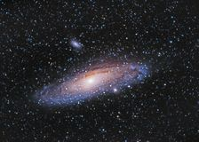 M31, Andromeda Galaxy über Entzia-Bergen lizenzfreie stockfotografie