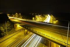 M25 Autosnelweg bij Nacht: Lichte Slepen. Stock Afbeeldingen