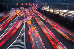 M1 autosnelweg bij schemer Stock Fotografie